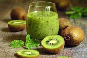 fresh kiwi fruit and kiwi juice