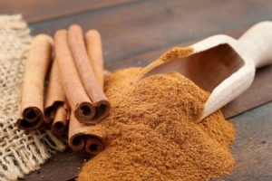 preview-full-cinnamon-sticks-and-powder-on-wooden-table
