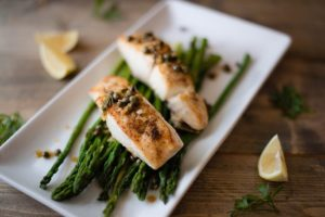 preview-full-Eat healthy fish on top of asparagus intermittent fasting
