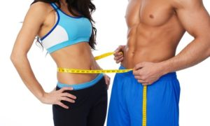 fit couple measuring waist