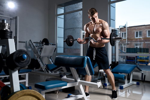 muscular man taking Progentra doing bicep curls