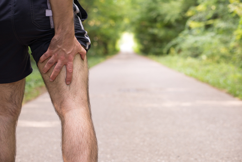 man holding cramped hamstring, have better circulation with Progentra