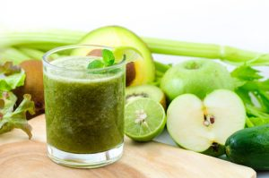 green smoothie, apple, lime, kale